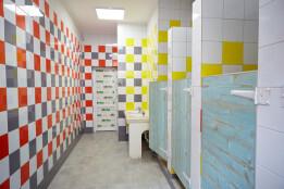 Новенькі кольорові вбиральні в Ліцеї №11