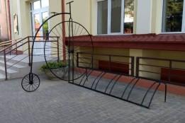 Школи Яворова отримали нові велопарковки