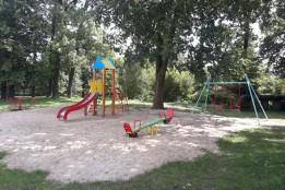 На вулиці Загороди облаштували новий дитячий майданчик